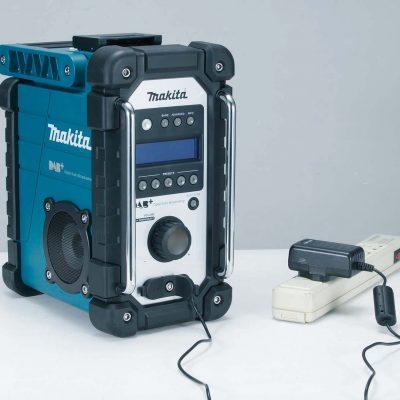 Makita DMR110 DAB plus bouwradio 2